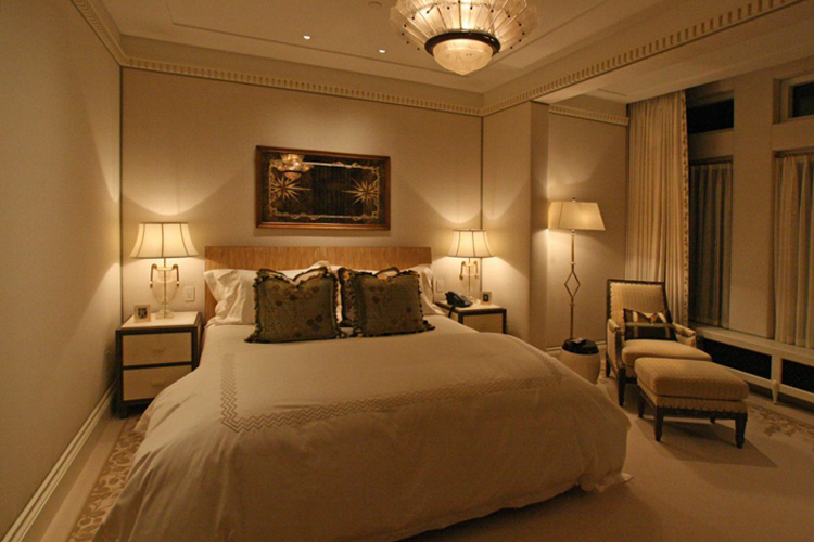 Suasana pencahayaan nyaman di kamar tidur indalux for Bedroom ideas uk 2017